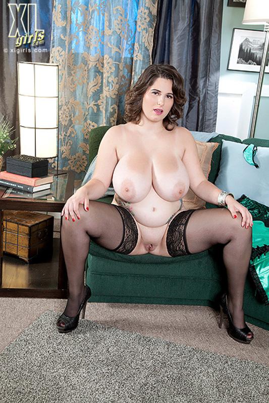осторожно выглянул толстые голые женщины в чулках есть